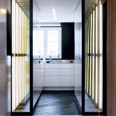 5_couloir_avec_parquet_menant_a_la_cuisine_blanche_et_epuree